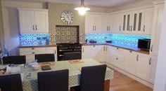 Arabesque patterned tile black-white kitchen backsplash