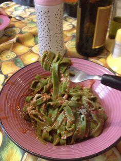 Fettuccine agli spinaci al sugo leggero con cipolla