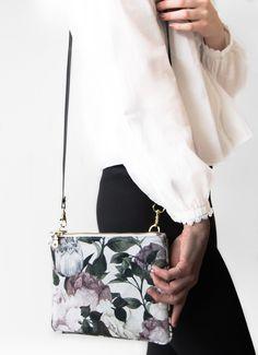 Clutches - Handtasche Clutch 3-in-1, BLUMEN - ein Designerstück von Manufaktur-Nicola-Marisa bei DaWanda Clutches, Shoulder Bag, Chic, Fashion, Bass, Wraps, Totes, Flowers, Shabby Chic