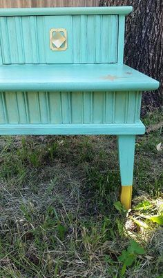 I started with California Gold, added a splash of Santa Fe Turquoise, and there it was. My 'Midcentury Mint'.