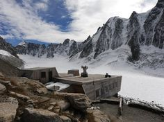 Refuge dArgentière par DécaLaage Architecture Refuge, Dieselpunk, Shelters, Deco, Architecture, Austria, Switzerland, Hiking, Mountain