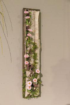 Here are the Top Hanging Plants Tips! Deco Wreaths, Quilling Designs, Button Flowers, Diy On A Budget, Flower Decorations, Ladder Decor, Floral Arrangements, Garden Design, Floral Design