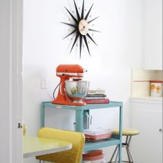 Vintage Kitchen How to live large in a small space! These tiny living spaces are packed with. - How to live large in a small space! These tiny living spaces are packed with inspiration! Decor, Interior, Vintage Home Decor, Kitschy Kitchen, Home Decor, Apartment Decor, Vintage Decor, Retro Home, Retro Kitchen
