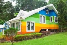 The exterior house color has a bearing on the price of your home and the number of days on the market. Best exterior paint color to sell a house faster. Best Exterior Paint, House Paint Exterior, Exterior House Colors, Exterior Design, Green House Paint, Rainbow House, Paint Paint, Front Door Design, Unique Buildings