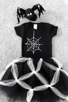 Homemade itsy bitsy spider costume, tutu, onesie and spider headband. Won't she look adorable?