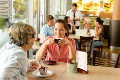 Chcete vedieť, čo rozhoduje o úspechu otvorenia kaviarne? Podarilo sa nám zmapovať najčastejšie chyby majiteľov a prevádzkarov kaviarní. Dáme vám pár tipov, ako sa im vyhnúť a byť úspešný.