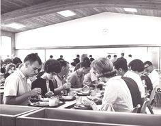 Students enjoying their meal in Alumni Hall.