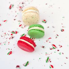 Merry macarons - so pretty, must learn to make these!.