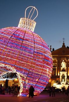 As the holidays approach, cities around the world stage extravagant, spectacular Christmas light displays that are more than just your neighbors stringing up a few strands. Here are 12 of our favorite places to see holiday lights. Best Christmas Lights, Christmas Light Displays, Christmas In Paris, Christmas Balls Decorations, Noel Christmas, Holiday Lights, Outdoor Christmas, Beautiful Christmas, Winter Christmas