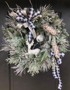 23 Trending Winter DIY Ideas for the Front Door - Front Door Christmas Decorations, Elegant Christmas Decor, Christmas Front Doors, Christmas Door Wreaths, Christmas Porch, Holiday Wreaths, Christmas Crafts, Winter Wreaths, Christmas Aesthetic