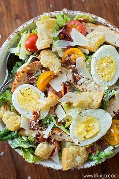 Salad Recipes Ultimate Caesar Salad with grilled chicken, croutons, tomatoes, bacon, hard-boil… Chicken Caesar Salad, Grilled Chicken Salad, Salad With Chicken, Chicken Wraps, Caesar Salat, Cooking Recipes, Healthy Recipes, Simple Salad Recipes, Summer Salads