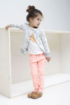 Kindermode fashion Tumble and Dry Meisjesvest | Mooi kanten bloemen patroon | www.kienk.nl