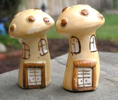 Vintage Mushroom Salt and Pepper Set
