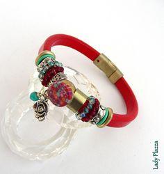Bracelet Cuir rouge - Cabochon, breloque fleur, perles cristal, métal - sur mesure : Bracelet par ladyplazza Bracelet Cuir, Pandora Charms, Bracelets, Charmed, Etsy, Jewelry, Crystal, Red Leather, Beads