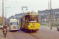 Een oude tram, daarnaast een VW bestelwagen (blauwe kenteken platen ) met het logo van TM (Ter Meulen ) en daarnaast een brommer (Puch ) en de berijder zonder helm, want die was toen nog niet verplicht voor bromfietsers. Vintage Pictures, Rotterdam, Holland, Around The Worlds, Spaces, Netherlands, Past, Nostalgia, The Nederlands
