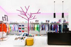 Pink tree minimalistic pinned by : Gerardo Mellado
