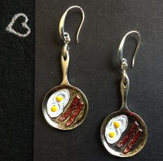 Silver chef earrings. Eggs and bacon. Silver frying pan jewelry. Rockabilly jewelry. Punk earrings. Goth earrings. EMO earrings. Quirky fun by ArtisticEarsByPeggy on Etsy