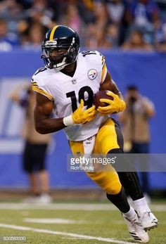 5e7fde88e JuJu Smith-Schuster of the Pittsburgh Steelers runs from scrimmage.