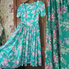 1980s Dresses, Green Rose, Laura Ashley, Cotton Dresses, Fit And Flare, Dress Skirt, Vintage Fashion, Short Sleeve Dresses, Feminine