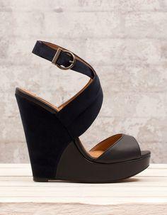 Chaussures à semelle compensée croisées combinées