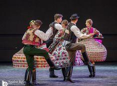 Bartók Táncegyüttes Győr 750 éves évfordulójának ünnepélyén - Fotó: Szabó Béla Style, Fashion, Swag, Moda, Fashion Styles, Fashion Illustrations, Outfits