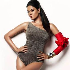 "Veena Malik Strives To Get Kareena's Size Zero Figure    In her upcoming Bollywood movie ""The City That Never Sleeps"", Veena Malik is striving hard to get size zero figure just like Kareena Kapoor."
