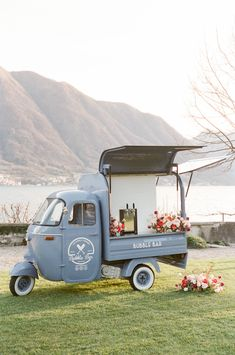 Lake Como is Our Dream Wedding Destination and This is Why. Lake Como is Our Dream Wedding Destination and This is Why. Lake Como Wedding, Dream Wedding, Lake Wedding Ideas, Lake Wedding Decorations, Blue Wedding, Wedding Colors, Foodtrucks Ideas, Prosecco Van, Comer See