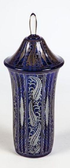 Bruno Mauder (German, 1877–1948) Title:     Deckelvase , 1915  Medium:     glass Size:     33 cm.