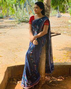 Most Beautiful Bollywood Actress, Beautiful Indian Actress, Indian Teen, Indian Girls, Indian Beauty Saree, Indian Sarees, Love Couple Images, Tamil Girls, Net Lehenga