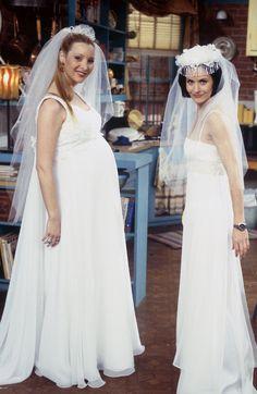 Phoebe and Monica wedding dresses - F. Friends Episodes, Friends Cast, Friends Moments, Friends Tv Show, Friends Forever, Rachel Friends, Friends In Love, Phoebe Buffay, Lisa Kudrow Friends