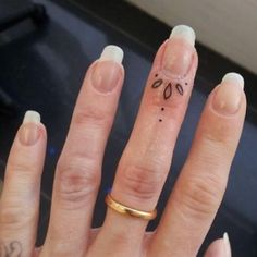 If you've been thinking about getting a tattoo, but are keen to opt for something subtle, small or tiny, then a delicate finger tattoo could be just for you. Finger tattoos are super adorable and beautiful on its own. Finger tattoos are fun to conc Finger Tattoo Designs, Girl Finger Tattoos, Finger Tattoo For Women, Small Finger Tattoos, Girl Tattoos, Tattoo Finger, Tatoos, Ring Finger, Womens Finger Tattoos