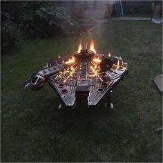 Star Wars - Millennium Falcon - Fire Pit Millennium Falcon, Walker Star Wars, Cool Fire Pits, Wood Burner, Welding Projects, Welding Ideas, Welding Art, Wood Projects, Star Wars Collection