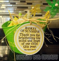 Basket of sunshine - End of the year teacher gift - free printable tag | NothingButCountry.com
