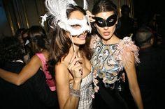 Y con el champagne, una 'masquerade'.