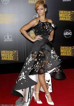 Rihanna in Marchesa monochrome laser-cut gown Monochrome Pattern, Champagne Dress, Fashion Collage, Wild Style, Big Fashion, Marchesa, Laser Cutting, My Wardrobe, Rihanna