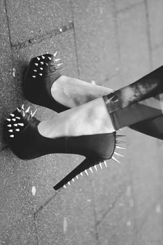 Edgy Shoes, Gothic Shoes, Cute Shoes, Me Too Shoes, Black Pumps Heels, Studded Heels, Stiletto Heels, Nice Heels, Spiked Heels