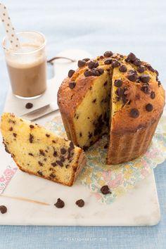 torta-muffin-muffin-gigante-con-gocce-di-cioccolato