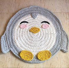 Morri.  {inspiração} _•_•_•_•_•_•_•_•_•_•_•_•_ #tapetedecroche #fiodemalha #feitoamão #pinguim #tapete #alfombras #handmade #crochet #crochê #boanoite #decorcriativo #decoraçãoinfantil From @llupecrochet