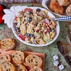 Felturbózott tésztasaláta csirkével | Street Kitchen Cereal, Meat, Breakfast, Recipes, Food, Street, Kitchen, Morning Coffee, Cooking
