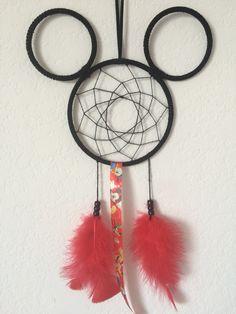 Dream Catcher Craft, Dream Catcher Tattoo, Disney Dream, Disney Love, Mobiles, Fun Crafts, Diy And Crafts, Mickey Mouse Tattoos, Horseshoes