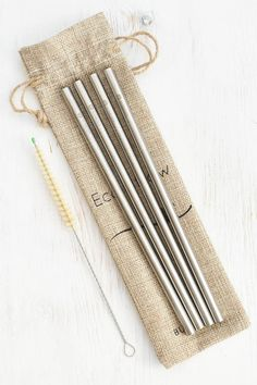 Personal Life: Reusable straws such as these are the best alternative to plastic straws, stainless steel is non toxic and eco-friendly, these straws will last for a long time and helps reduce the use of plastic! Sustainable Design, Sustainable Living, Eco Friendly House, Eco Friendly Products, Eco Friendly Stores, Eco Friendly Cups, Metal Straws, Stainless Steel Straws, Zero Waste