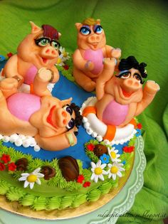 PIG'S PARTY - by Red Carpet Cake Design®