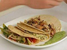 Tacos de pato confitado, ensalada de nopales y jaiba con chile serrano