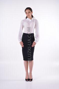 8781244a9b0 Прозрачная блузка из шифона с оригинальным воротником-хомут и брошью