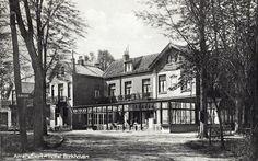 Birkhoven   Op Birkhoven lag buitenplaats Birkwijk aan de Soesterweg (op de plek waar nu de kruizing met de Barchman Wuytierslaan is). In 1824 werd het gekocht door Jan Cock Blomhoff (1779-1853). Hij verbouwde het tot huize Birkhoven en legde er een park met Japanse Bosjes aan. Aan het pad naar de kapel van Isselt liet hij het boerderijtje Miaco bouwen.