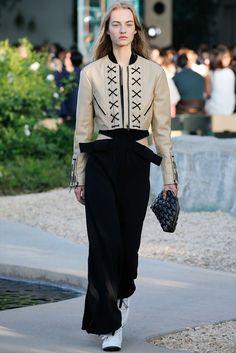 Louis Vuitton Resort 2016 Fashion Show - Maartje Verhoef