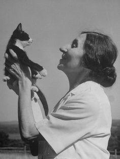 harpsichordist wanda landwoska with a cat   1949