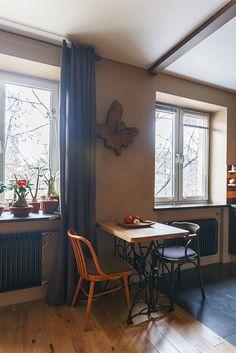 43m2-es lakás régi öt emeletes téglaházban - egy férfi otthonának újjászületése