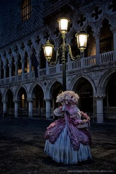 Gothic Carnevale - Dawn at Piazza San Marco during the 2013 Carnival of Venice, Italy Venetian Costumes, Venice Carnival Costumes, Venetian Carnival Masks, Carnival Of Venice, Venetian Masquerade, Masquerade Ball, Venice Carnivale, Venice Mask, Royal Ballet
