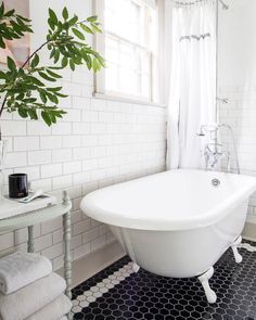 This Strom Clawfoot Tub combined with the hexagon tiles makes for a perfect pairing for this vintage bathroom. | Photo Credit: @azford | #stromplumbing #clawfoottub #vintagetub #vintagetubandbath #vintagebathroom